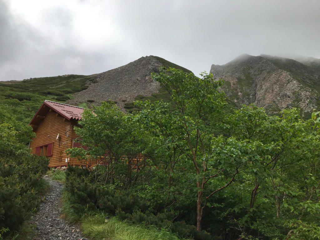 テント場から見た荒川小屋