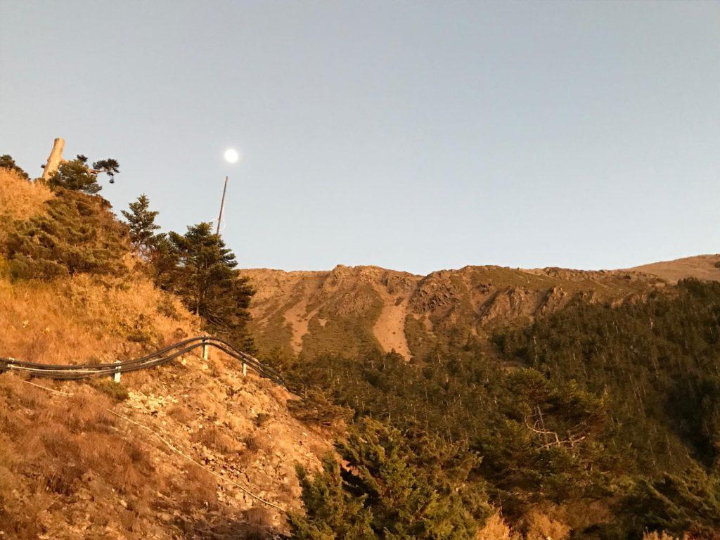 玉山 拝雲山荘の夕暮れ